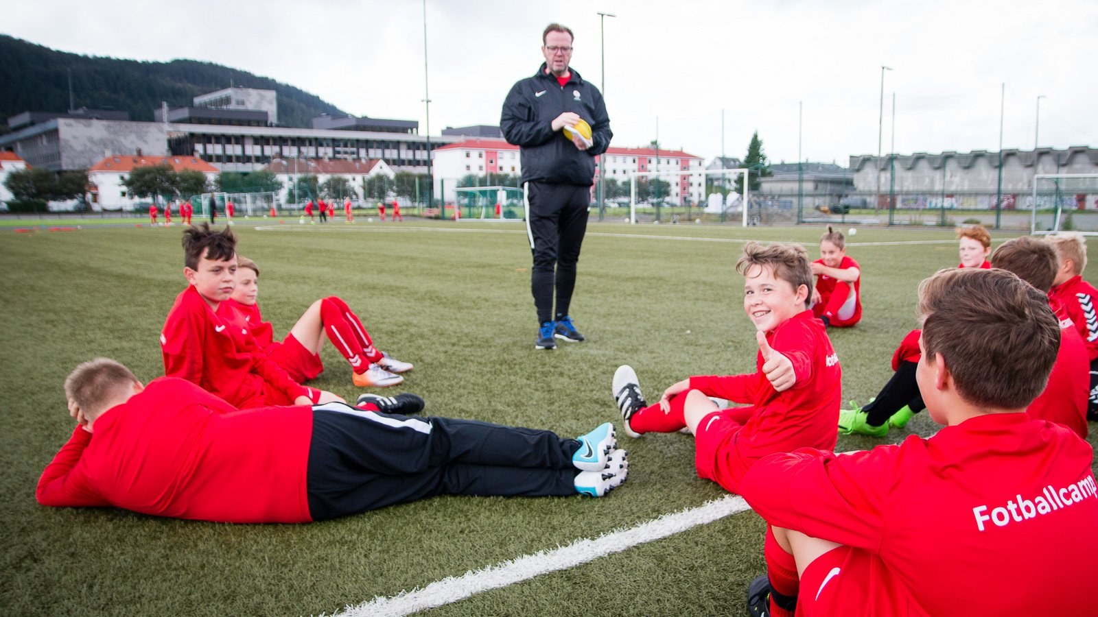 Gruppen for 2005 koser seg på Branns fotballcamp rett før skolestart august 2017.