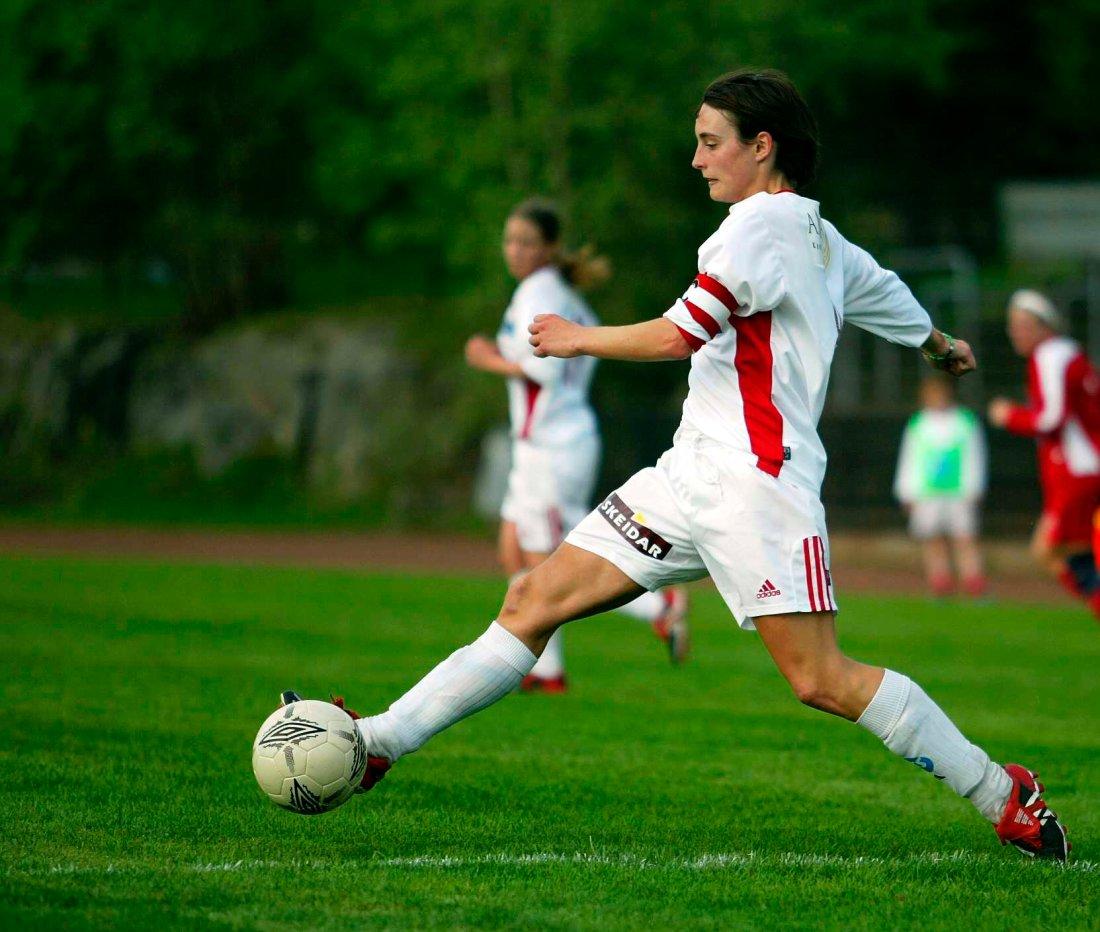 SPILLERBAKGRUNN. Marion Buunk har spilt for Medkila. Her i en kamp i 2004-sesongen.