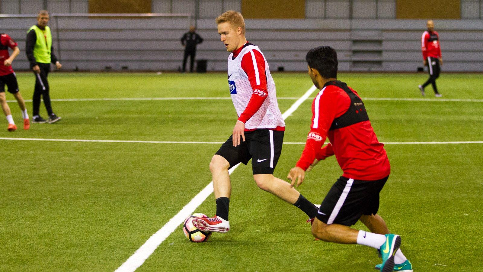 Dani Hatakka kontrollerer ballen på trening i Vestlandshallen tirsdag 28. februar 2017.