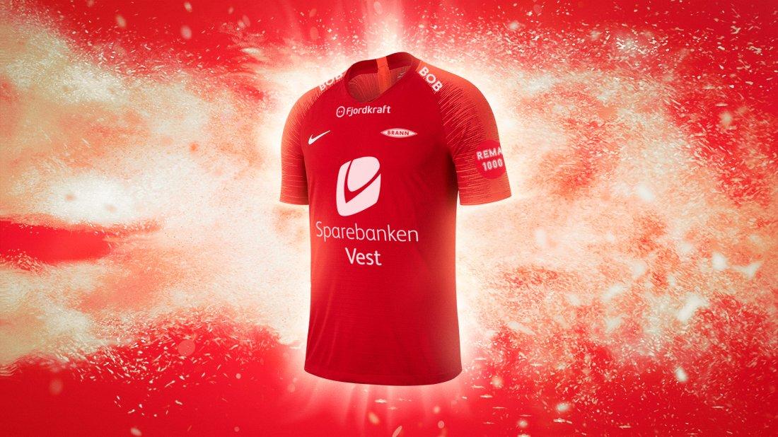 Nike SK Brann Hjemmedrakt 2019 Front 1920x1080