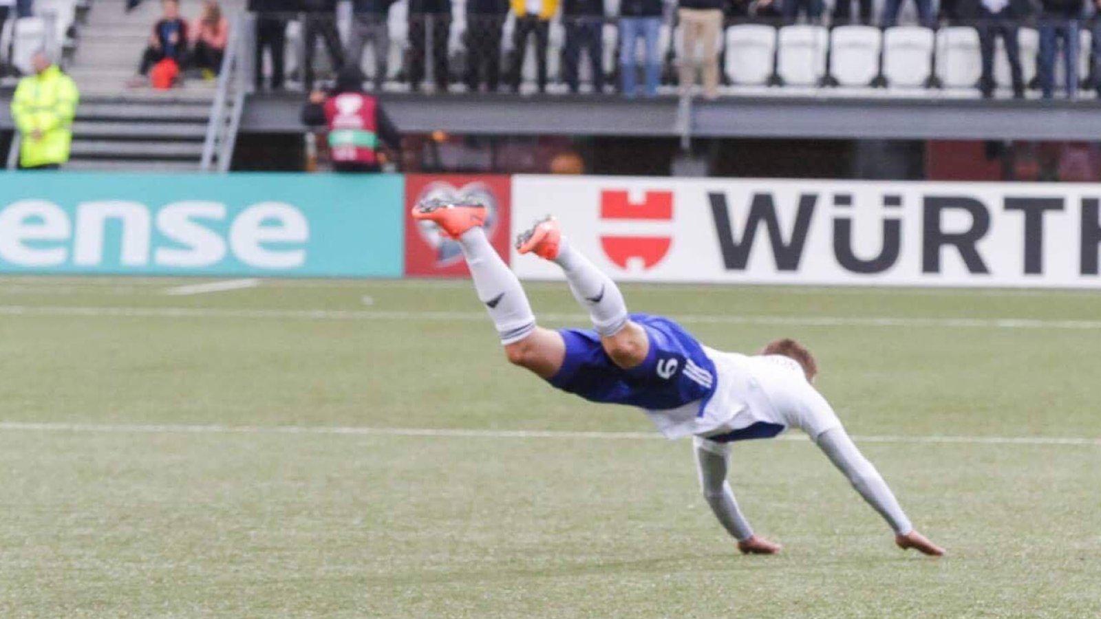 Gilli Rólantsson feirer scoring mot Andorra 4. september 2017.