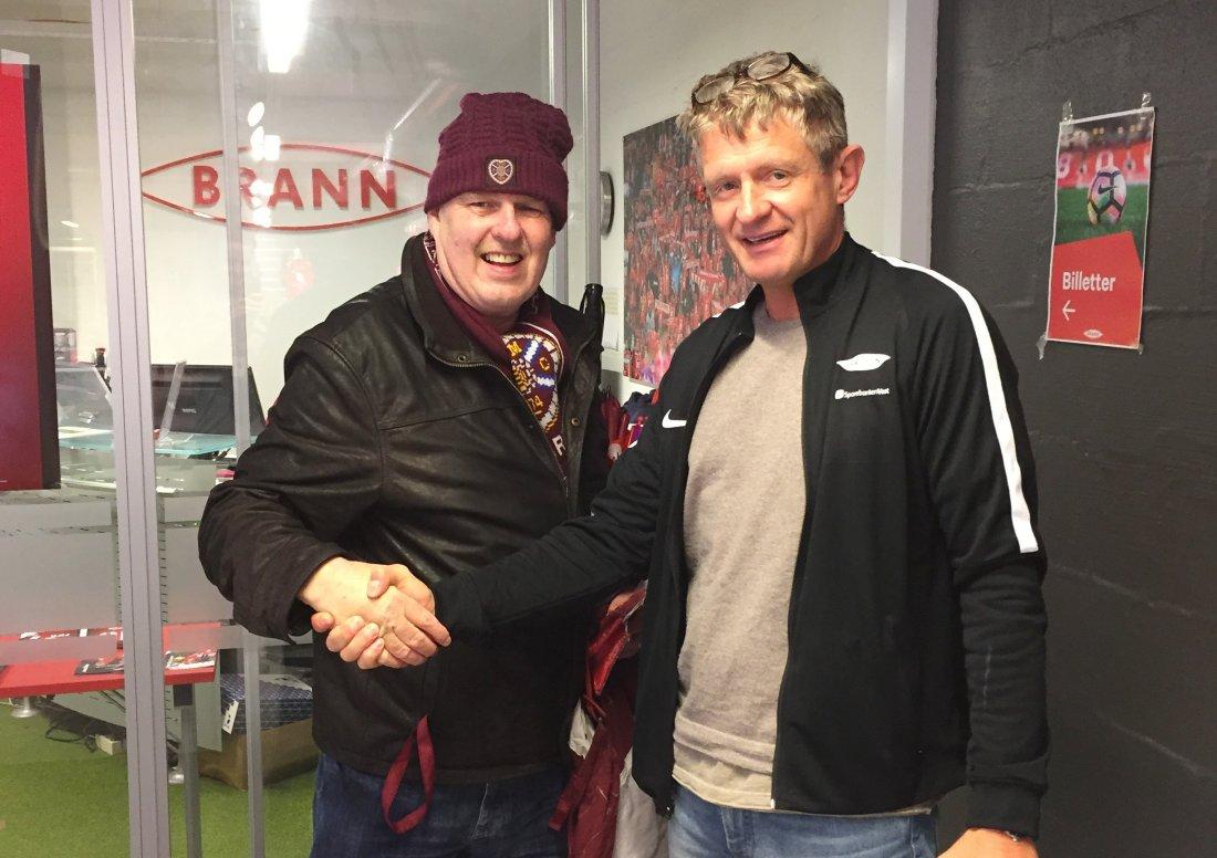 MØTTES: Det ble også anledning for John McBurnie til å møte Brann-trener Lars Arne Nilsen.