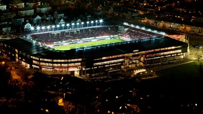 Stadion by night